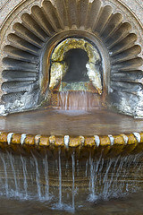 La famosa Bollente da cui l'acqua sgorga a 75 gradi centigradi.